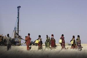 Turkana women gathering water
